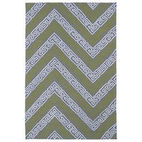 Indoor/ Outdoor Luau Grey Chevron Rug - 8'6 x 11'6