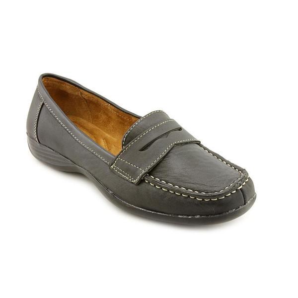 7eccc8329547 Shop Naturalizer Women s  Carletta  Leather Dress Shoes - Wide (Size ...
