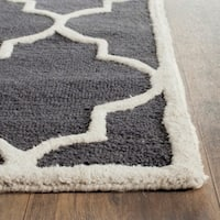Safavieh Handmade Moroccan Cambridge Dark Grey/ Ivory Wool Rug - 3' x 5'