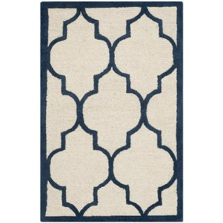 Safavieh Handmade Moroccan Cambridge Ivory/ Navy Wool Rug (2' x 3')