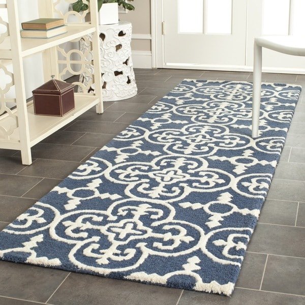 Safavieh Handmade Moroccan Cambridge Navy/ Ivory Wool Rug - 2'6 x 22'