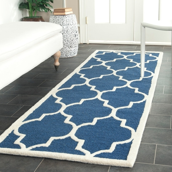 Safavieh Handmade Moroccan Cambridge Navy/ Ivory Wool Rug - 2'6 x 18'