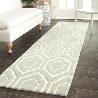 Safavieh Handmade Moroccan Chatham Grey/ Ivory Wool Rug (2'3 x 13')