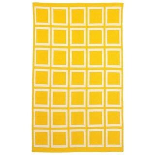 Indo Hand-woven Sunny Mimosa Yellow/ Bright White Geometric Area Rug (4' x 6')