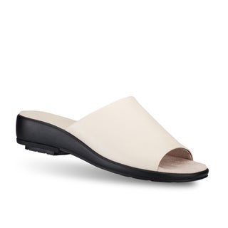 Gravity Defyer's Women's 'Nancy' Sandals