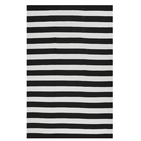Handmade Indoor/Outdoor Nantucket Black and White Striped Contemporary Rug (India) - 3' x 5'