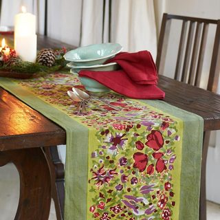Jardine Red/ Green Table Runner