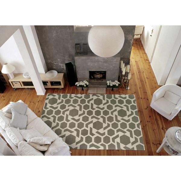 Hand-tufted Cosmopolitan Geo Grey/ Ivory Wool Rug - 8' x 11'