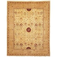 Safavieh Hand-knotted Peshawar Vegetable Dye Ivory/ Gold Wool Rug - 6' x 9'