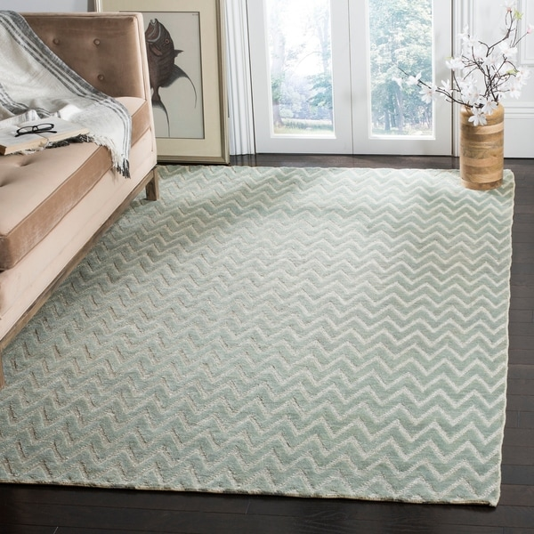 Safavieh Hand-knotted Santa Fe Chevron Light Grey/ Silver Wool Rug - 8' x 10'
