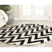Safavieh Handmade Moroccan Cambridge Black/ Ivory Wool Rug - 8' Round