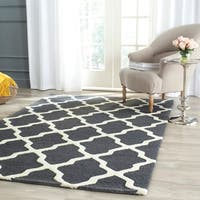 Safavieh Handmade Moroccan Cambridge Dark Grey/ Ivory Wool Rug - 5' x 8'