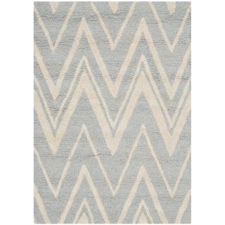 Safavieh Handmade Moroccan Cambridge Silver/ Ivory Wool Rug (2'6 x 4')