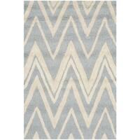"Safavieh Handmade Moroccan Cambridge Blue/ Ivory Wool Rug - 2'6"" x 4'"