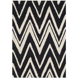 Safavieh Handmade Moroccan Cambridge Black/ Ivory Wool Rug (2' x 3')