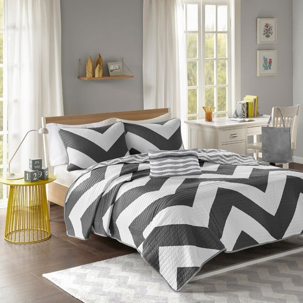 Mi Zone Virgo Black Chevron Reversible Quilt Set