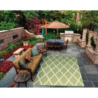 Nourison Aqua and Ivory Geometric Indoor/Outdoor Area Rug (7'9 x 10'10)