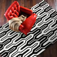 Hand-tufted Kepner Geometric Black/ White Area Rug (9' x 13') - 9' x 13'