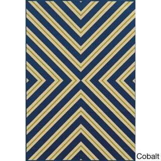 Indoor/ Outdoor Geometric Rug (6'7 x 9'6)
