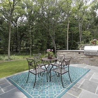 Indoor/ Outdoor Geometric Tile Rug (6'7 x 9'6)