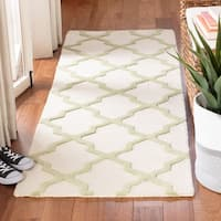 "Safavieh Handmade Moroccan Cambridge Ivory/ Light Green Wool Rug - 2'6"" x 8'"