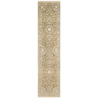 Safavieh Hand-knotted Ganges River Ivory/ Green Wool Rug (2'6 x 10')