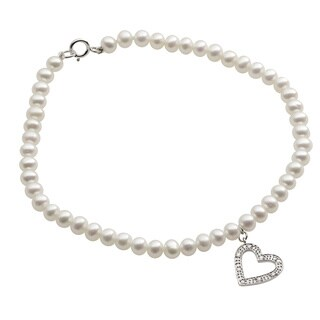 Pearls For You 14k White Gold White Freshwater Pearl and Diamond Accent Heart Charm Bracelet (4-4.5 mm)