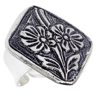 Hand-crafted Antiqued Silverplated Flower Fashion Ring (India)