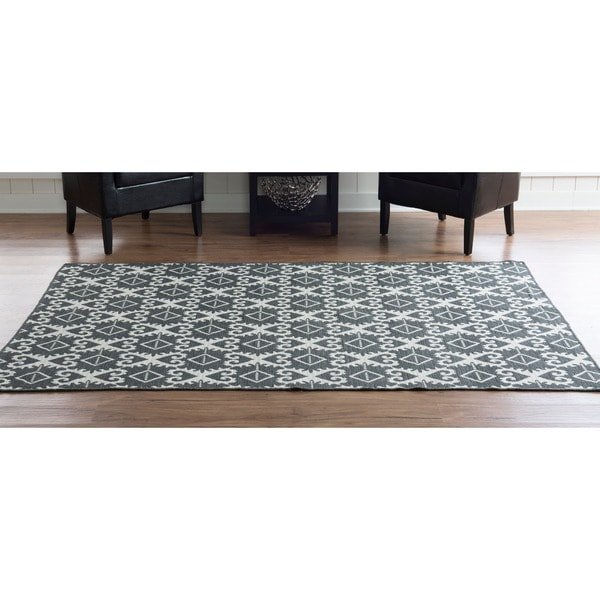 Linon Foundation Collection Grey Ikat Reversible Rug (5' x 8') - 5' x 8'