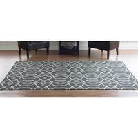 Linon Foundation Collection Grey Trellis Reversible Rug (5' x 8') - 5' x 8'