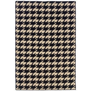Linon Foundation Collection Black Houndstooth Reversible Rug (5' x 8')