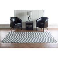 Linon Foundation Collection Grey Chevron Reversible Rug (5 x 8) - 5' x 8'