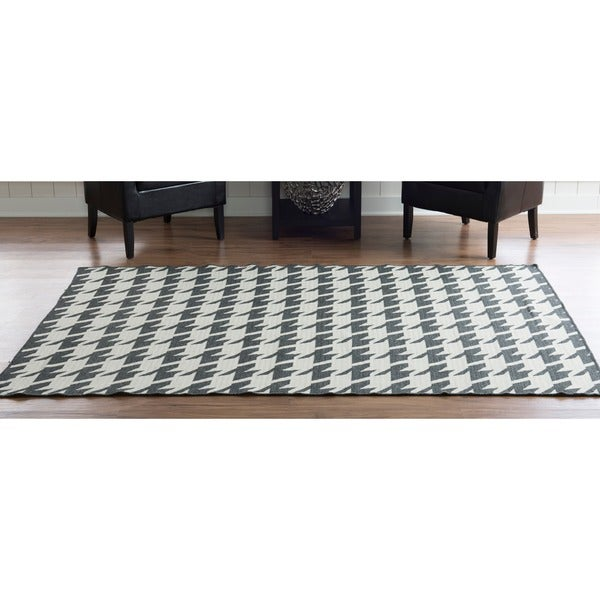 Linon Foundation Collection Charcoal Grey Houndstooth Reversible Rug (5' x 8') - 5' x 8'
