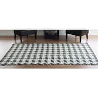 Linon Foundation Collection Charcoal Grey Houndstooth Reversible Rug (5' x 8')