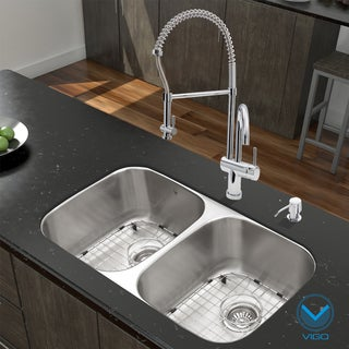VIGO All in One 32-inch Undermount Stainless Steel Kitchen Sink and Chrome Faucet Set