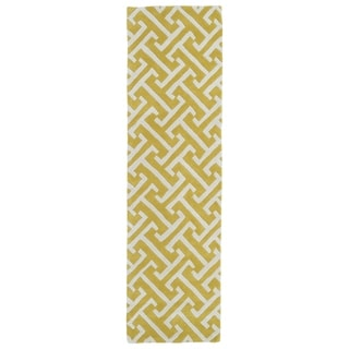 Cosmopolitan Yellow/Ivory Hand-tufted Wool Rug (2'3 x 8')