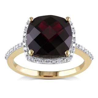Miadora 10k Yellow Gold Garnet and 1/10ct TDW Diamond Cocktail Ring (H-I,I2-I3)