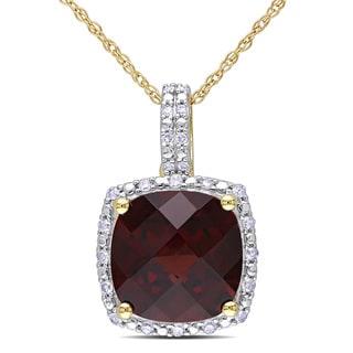 Miadora 10k Yellow Gold Garnet and 1/10ct TDW Diamond Necklace (H-I, I2-I3)