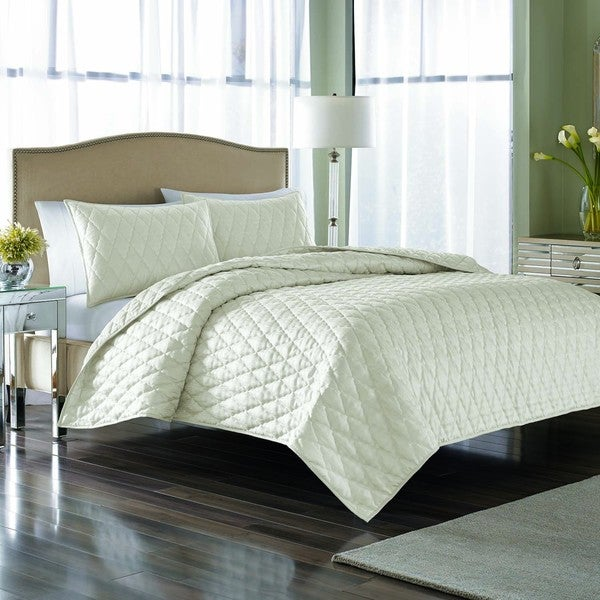 Nicole Miller Furniture Collection #34: Nicole Miller Serenity Pearl 3-piece Quilt Set
