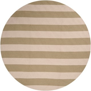 Hand-hooked Mandy Striped Casual Indoor/ Outdoor Area Rug (Green - 8 Round)