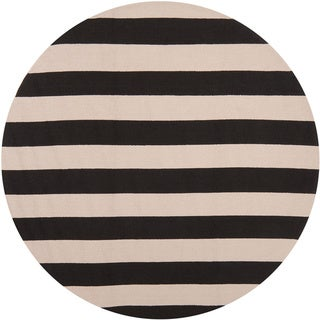 Hand-hooked Mandy Striped Casual Indoor/ Outdoor Area Rug (Black - 8 Round)