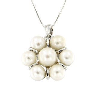 Pearlz Ocean Sterling Silver White Freshwater Pearl and Flower Pendant Necklace (6-7 mm)