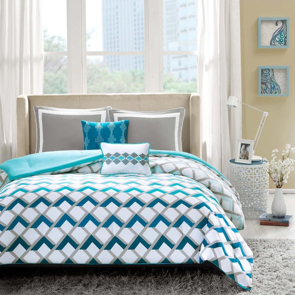 Intelligent Design Danika Blue Comforter Set