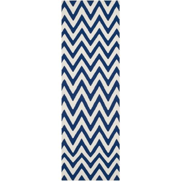Safavieh Hand-woven Reversible Dhurries Dark Blue/ Ivory Wool Rug (2'6 x 10')