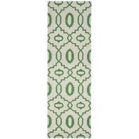 Safavieh Hand-woven Reversible Dhurries Ivory/ Green Wool Rug - 2'6 x 12'