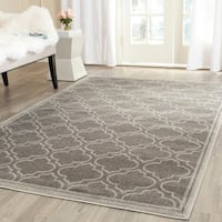 Safavieh Indoor/ Outdoor Amherst Grey/ Light Grey Rug - 10' x 14'