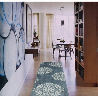Mohawk Home Bay Blue Huxley Exploded Medallions Area Rug (8' x 10') - 8' x 10'