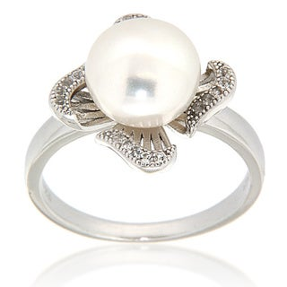 Pearlz Ocean Sterling Silver White Freshwater Pearl and White Topaz Four Petal Ring (9-10 mm)
