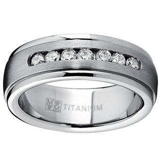 Oliveti Men's Dome Titanium Cubic Zirconia Comfort Fit Wedding Band (7 mm) - Silver (Option: 9.5)