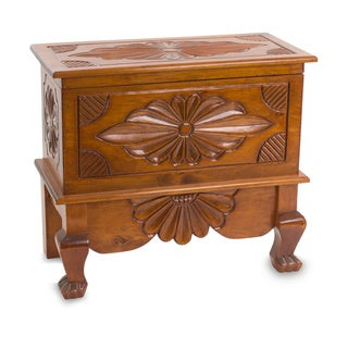 Handcrafted Pinewood 'Nahuala Bouquet' Large Trunk (Guatemala)